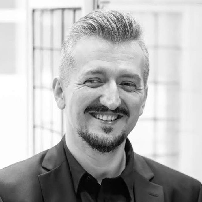 """""""A járvány miatt kialakult mostani állapot szinte olyan, mintha írók találták volna ki"""" - Interjú Székely Csaba drámaíróval"""